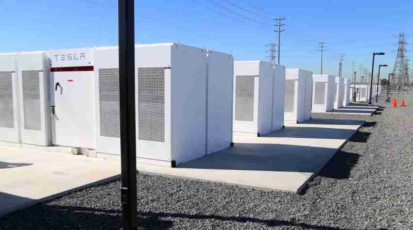 Tesla opened a massive battery storage facility in the Southern California desert - Insights Success